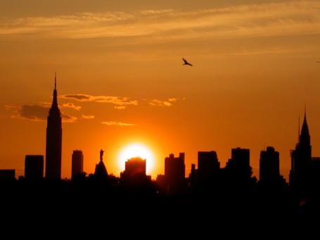 http://4.bp.blogspot.com/-jbBJv97KQUw/TZ3cOxKx5aI/AAAAAAAAAEs/_DVBr2GJAUY/s1600/skyline-sunset1.jpg